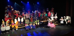 Burnsville 7:30pm show, what fun we had with you!! Thank you sweet children for helping Santa tell our jolly 12 Days Of Christmas tale!! That Maid A' Milking was a delight!! Merry Christmas all!!