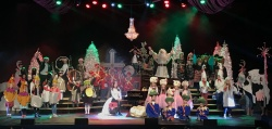 What a jolly evening we had in snowy Eau Claire last night!! Thank you darling kiddos for helping Santa tell his Twelve Days Of Christmas tale with Lorie Line. That leaptastic little Lord Of Leaping made the elves dizzy with his happy hops around stage! Off to Bismarck we go. Merry Christmas one and all!